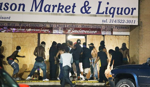 pic_giant_081614_SM_Ferguson-Looting-G
